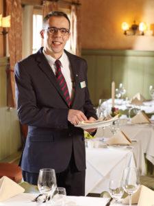 Zu sehen ist Emanuele Altana, Restaurantleitung